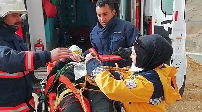 Uçuruma Yuvarlanan Genç Yaralandı