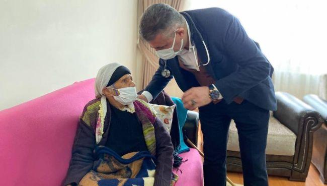 107 Yaşındaki Hanife Nineye Aşı