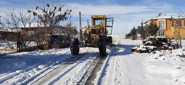 685 Kırsal Mahallenin Kardan Kapanan Yolları Açıldı