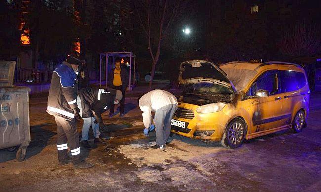 Kavga Ettiği Şahsın Taksisini Kundakladı