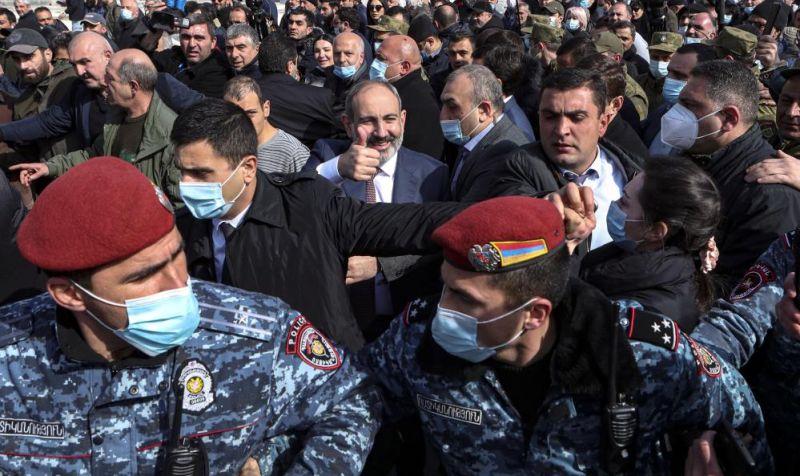 Ermenistan Karıştı, Ordu Hükümetin İstifasını İstedi
