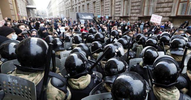 Rusya'da Gözaltı Sayısı 4 Bini Geçti