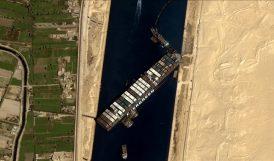 Süveyş Kanalında Karaya Oturan Yük Gemisi Ulaşımı Durdurdu