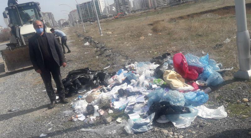 Mahalleye Atılan Hastane Çöpleri Muhtarı Kızdırdı