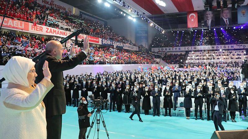 AKP'de Erdoğan Yeniden Genel Başkan Seçildi, MKYK'ya 47 Yeni İsim Girdi