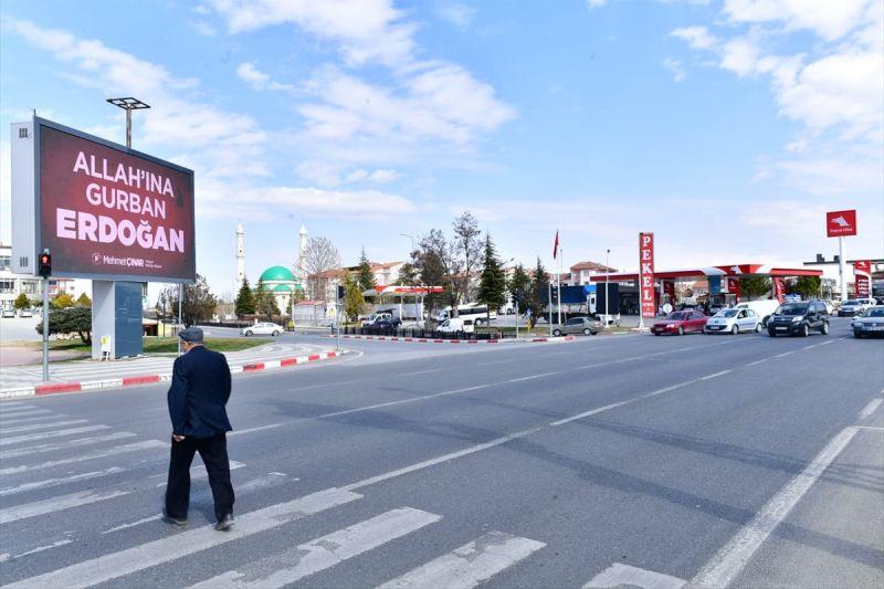 """LED'de """"Allah'ına Gurban Erdoğan"""" Yazısı"""