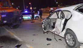 Gece Yarısı Kavşakta Kaza, 2 Kişi Yaralandı