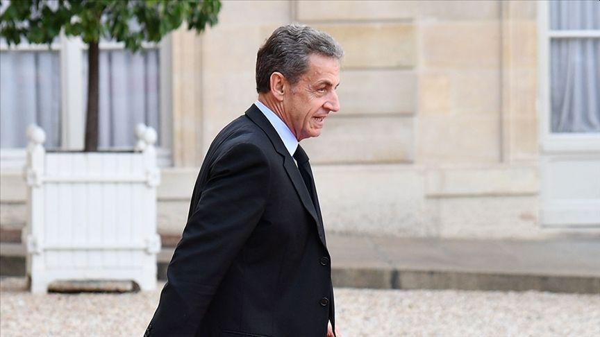 Fransa Eski Cumhurbaşkanına Yolsuzluktan Hapis Cezası