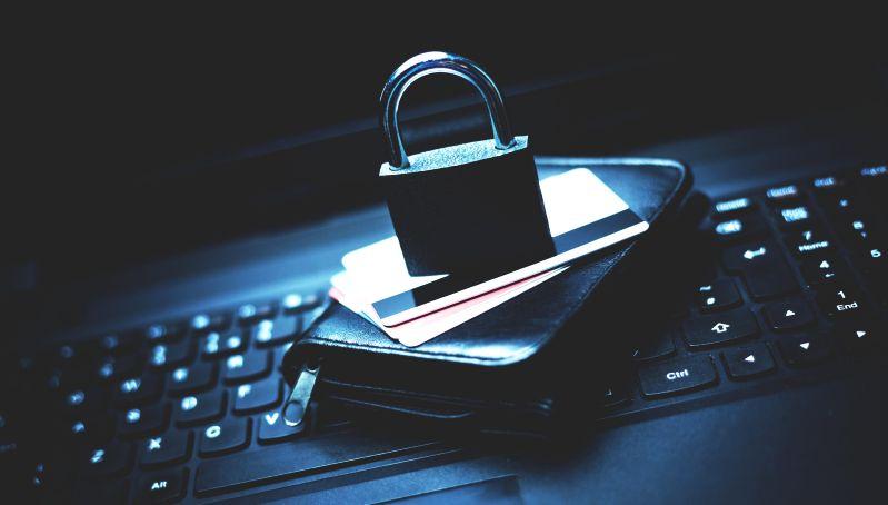 'İnternette Kimliğinizi Kaptırmayın'