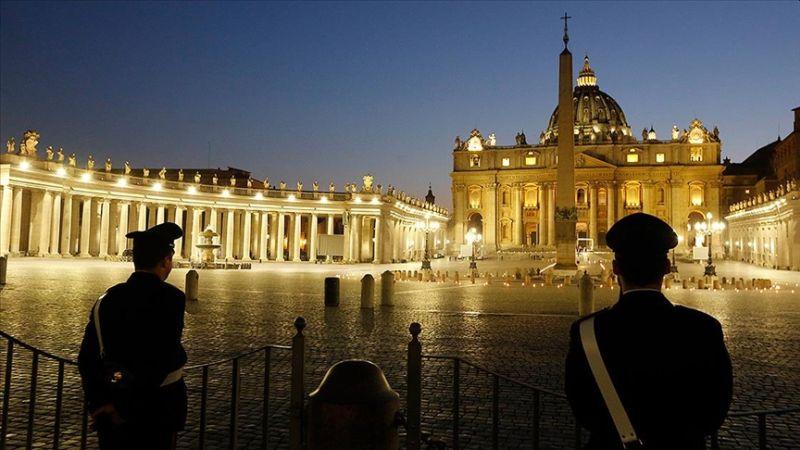"""Vatikan: """"Eşcinsel Birliktelikler Kutsanamaz"""""""