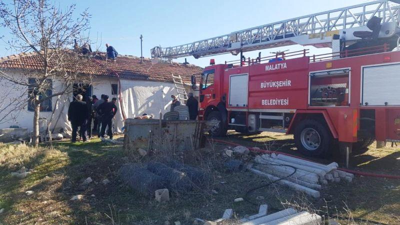 Doğanşehir'de Okul Lojmanında Yangın