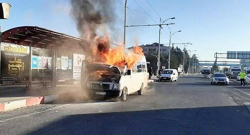Minibüs Hareket Halinde İken Yangın Çıktı