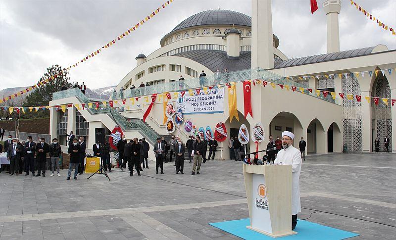 Üniversitedeki İlahiyat Camisi İbadete Açıldı