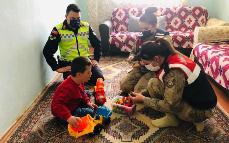 Özel Çocuklara Jandarmadan Sürpriz