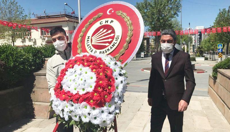 CHP'den Anıtta Tek Kişilik Tören