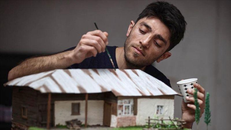 Anadolu Evlerinin Maketini Yapıyor