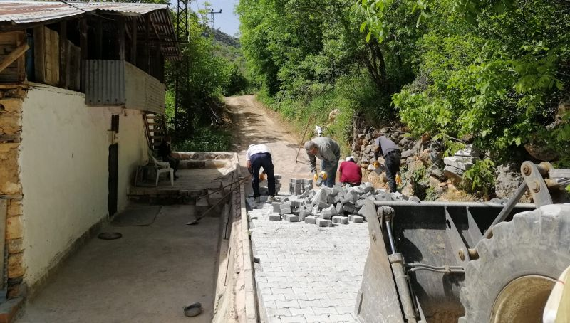 Arapgir'de Mahalle Yollarına Kilit Taş