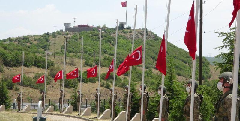 PKK'nın 28 Yıl Önce Şehit Ettiği 33 Asker Anıldı