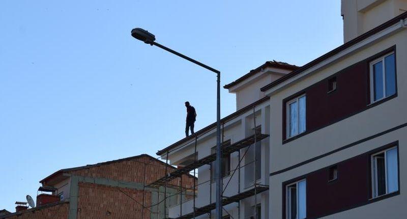 Çatıda İlginç 'Gösteri'!