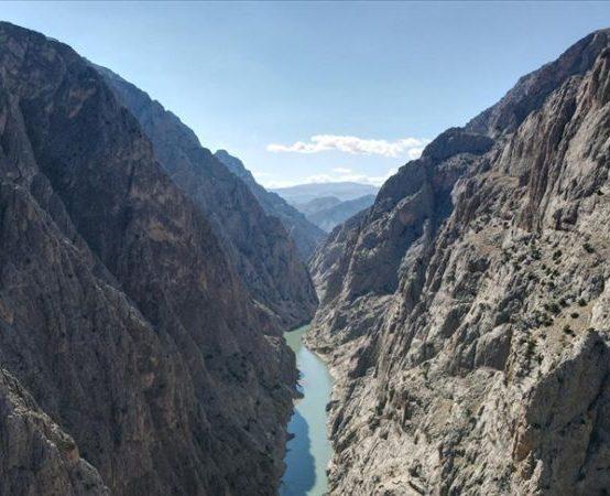Karanlık Kanyona 'Sırat On Fırat' Köprüsü