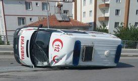 Otomobilin Çarptığı Ambulans Devrildi