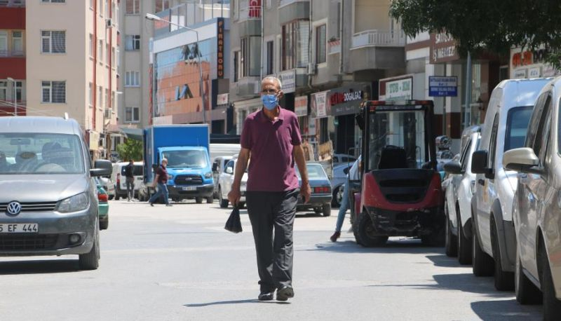 Sokak Sokak Çalınan Otomobilini Arıyor