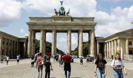 Avrupa'da Korona Artıyor, Kısıtlamalar Geri Geliyor