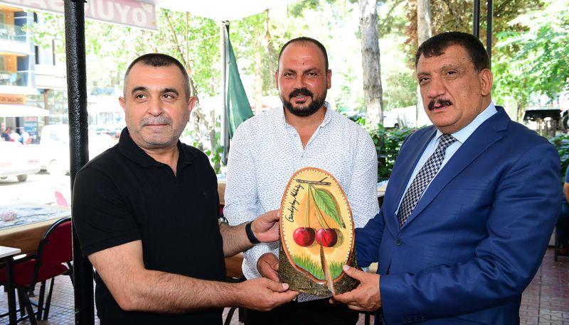 Gürkan'a Gündüzbey'de Plaket Verdiler