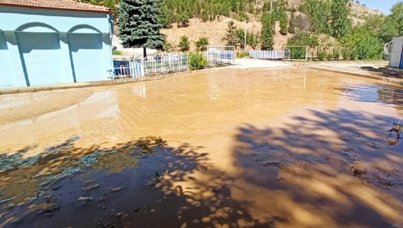 HES Kanalı Patladı, Kaptajı Sel Bastı