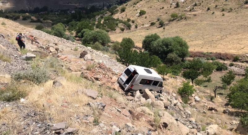 Minibüs Şarampola Uçtu, 16 Kişi Yaralandı
