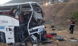 Yolcu Otobüsü Devrildi.. 15 Kişi Öldü, 17 Kişi de Yaralandı