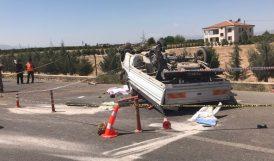 Kamyonet Bariyerlere Çarptı.. 1 Ölü 2 Yaralı