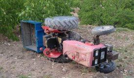 Bahçede Devrilen Traktörde 2 Kişi Yaralandı