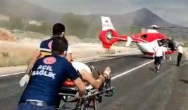 Helikopter Ağır Yaralı İçin Karayoluna İndi