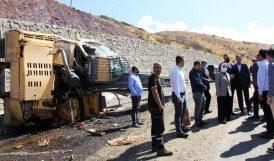 İş Makinesi Kaza Yaptı, Operatör Yaralandı