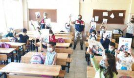 Jandarmadan Öğrencilere Hediye