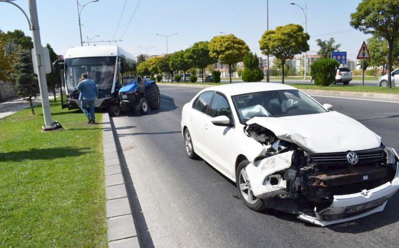 'Makas Atan' Otomobil Trambüsü Yoldan Çıkardı