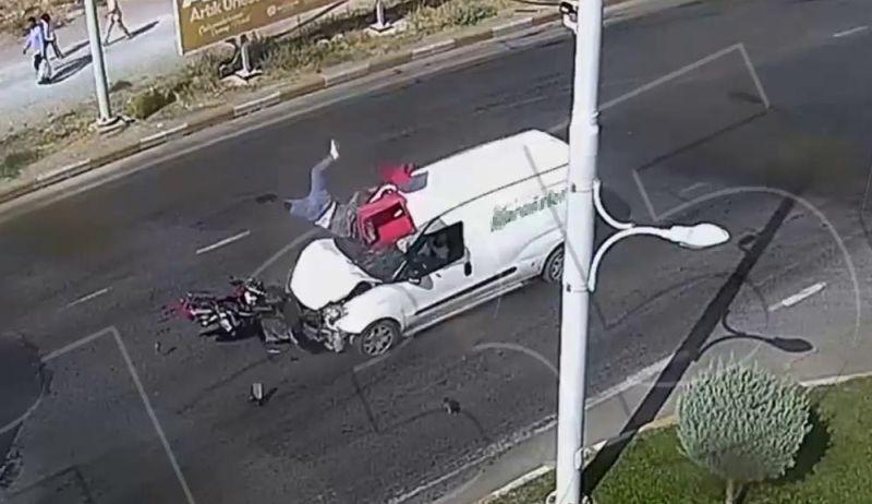 Motosiklete Çarptı, Sürücüyü Havaya Fırlattı