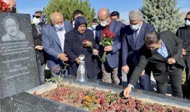 Neşet Ertaş'a Mezarı Başında Anma