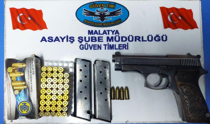 Polis 6 Silah ve Uyuşturucu Ele Geçirdi
