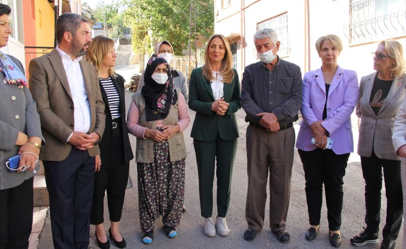 Eşinin Öldürdüğü Kadının Ailesine Ziyaret