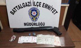 Kumar Baskınında Silah ve Uyuşturucu!